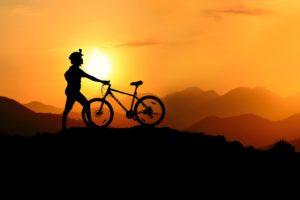 Pexel_Jahangeer_Biker im Sonnenuntergang