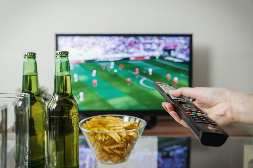 Chips, Bier, TV
