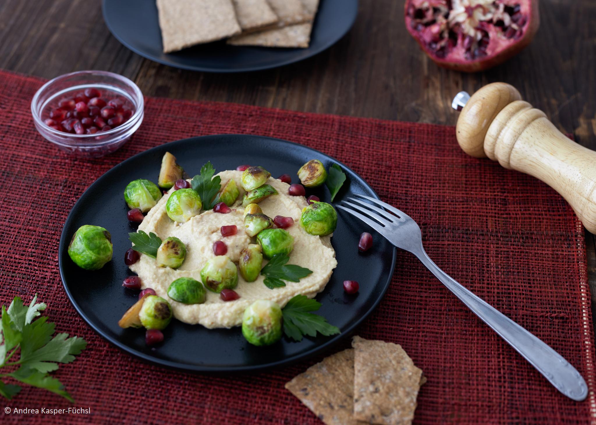 Hummus, Kohlsprossen, Granatapfel Foto Andrea Kasper-Füchsl